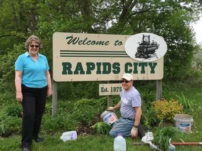 Rapids City Junior Women's Club volunteer project